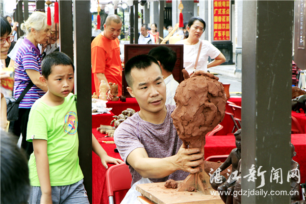 乡间小泥童成长为金奖雕塑家